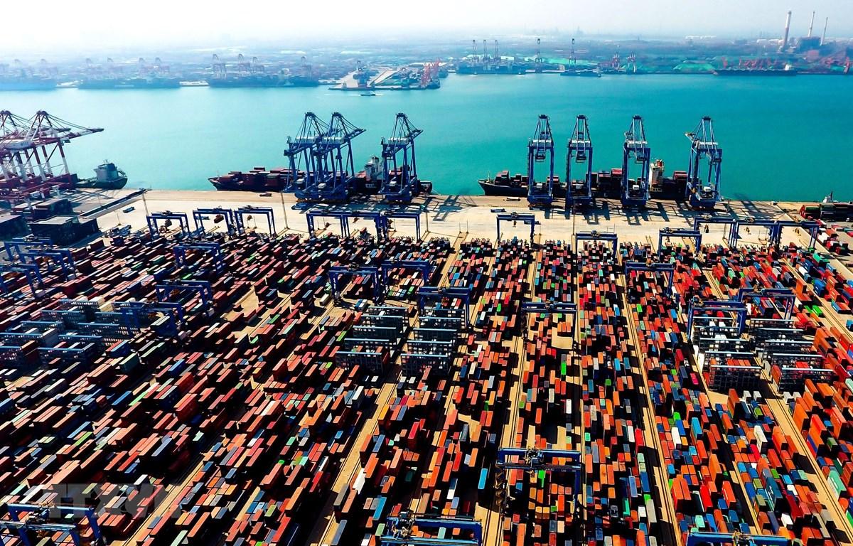 Cảng hàng hóa ở Thanh Đảo, tỉnh Sơn Đông, Trung Quốc tháng 5/2018. (Ảnh: THX/TTXVN)