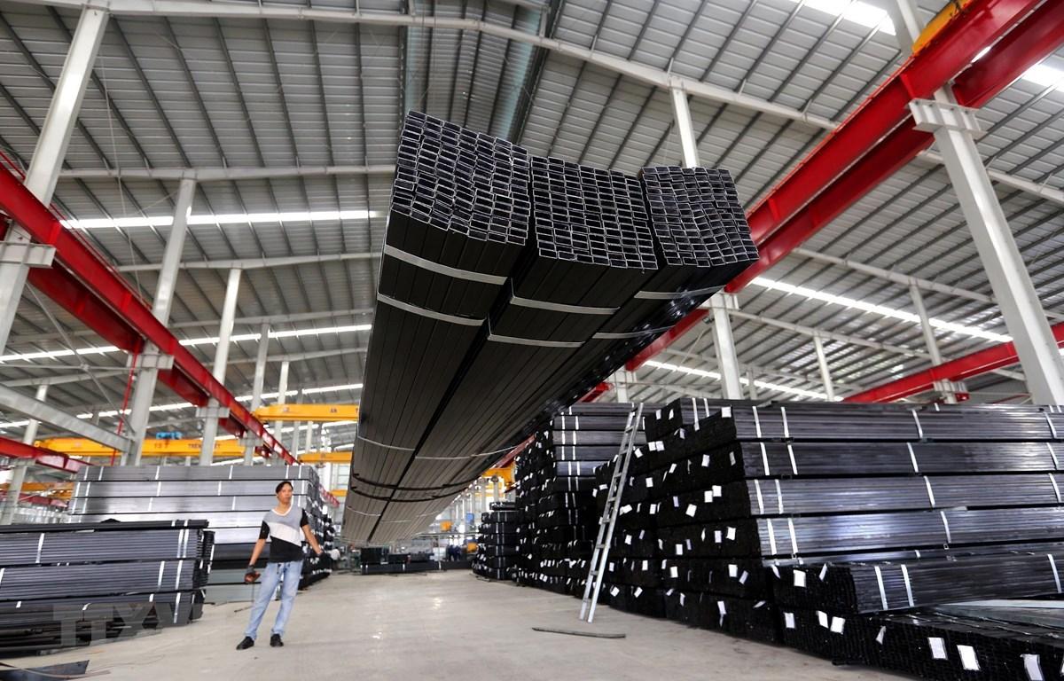 Nhà máy sản xuất thép Công ty cổ phần Thép Nguyễn Tín tại khu công nghiệp Thuận Đạo (Long An). (Ảnh: Danh Lam/TTXVN)
