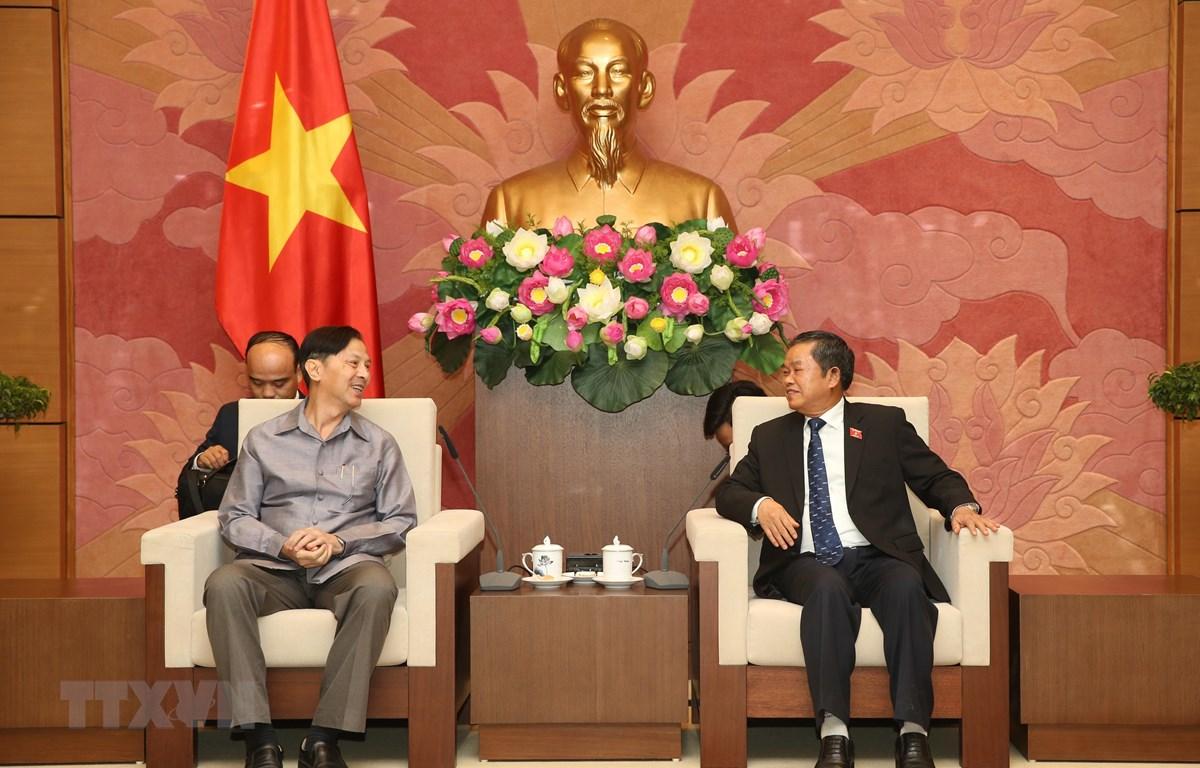 Phó Chủ tịch Quốc hội Đỗ Bá Tỵ tiếp tiến sỹ Khampheuy Panemalaythong. (Ảnh: Dương Giang/TTXVN)