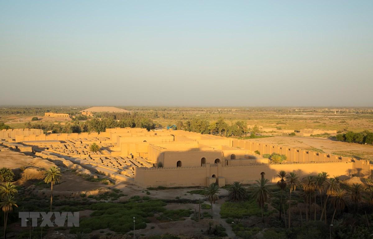Toàn cảnh thành phố cổ Babylon ở phía nam thủ đô Baghdad, Iraq. (Ảnh: AFP/TTXVN)