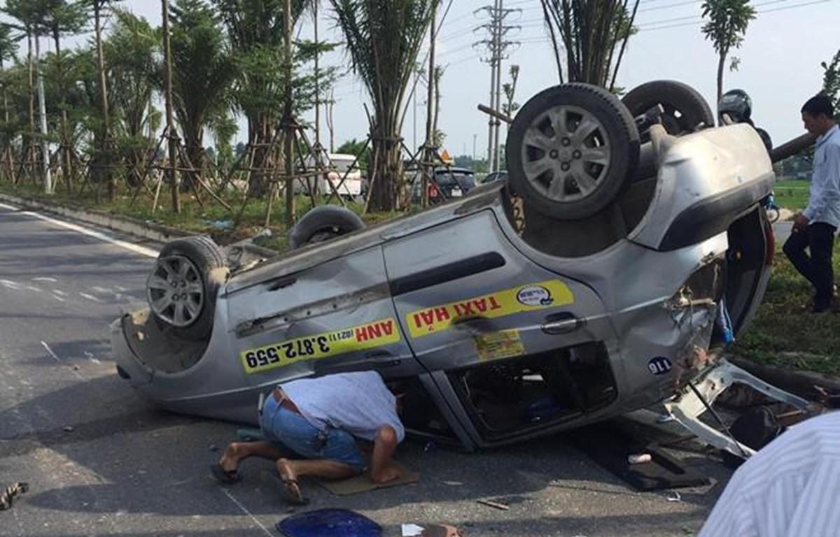 Hà Nội: Truy tìm xe ô tô gây tai nạn liên hoàn rồi bỏ trốn
