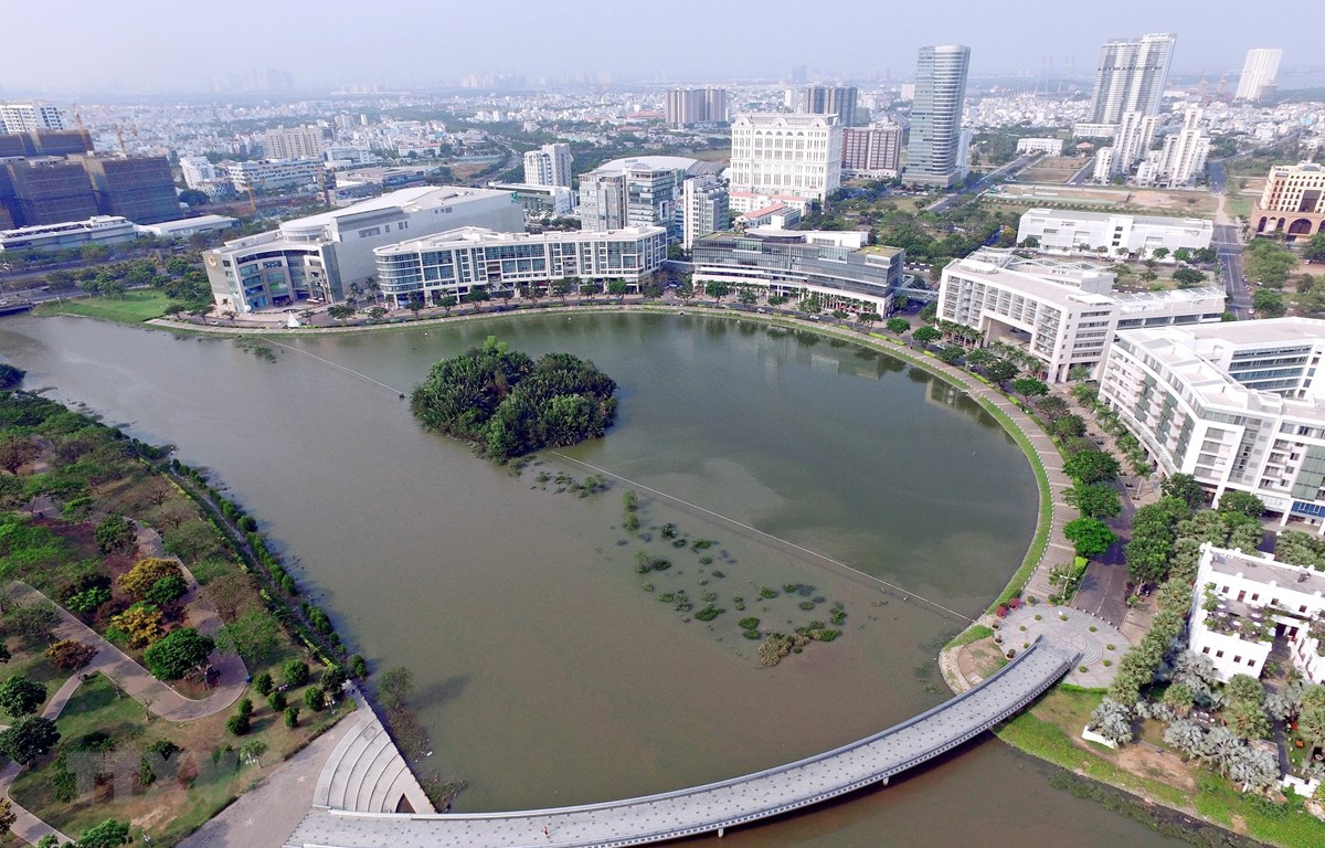 Hồ Bán nguyệt trong Khu đô thị Phú Mỹ Hưng, quận 7. (Ảnh: Quang Nhựt/TTXVN)