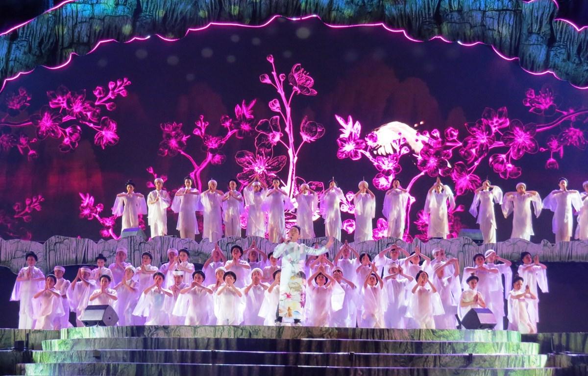 Chương trình nghệ thuật khai mạc Lễ hội mang chủ đề Quảng Bình - Bí ẩn bất tận. (Ảnh: Võ Dung/TTXVN)