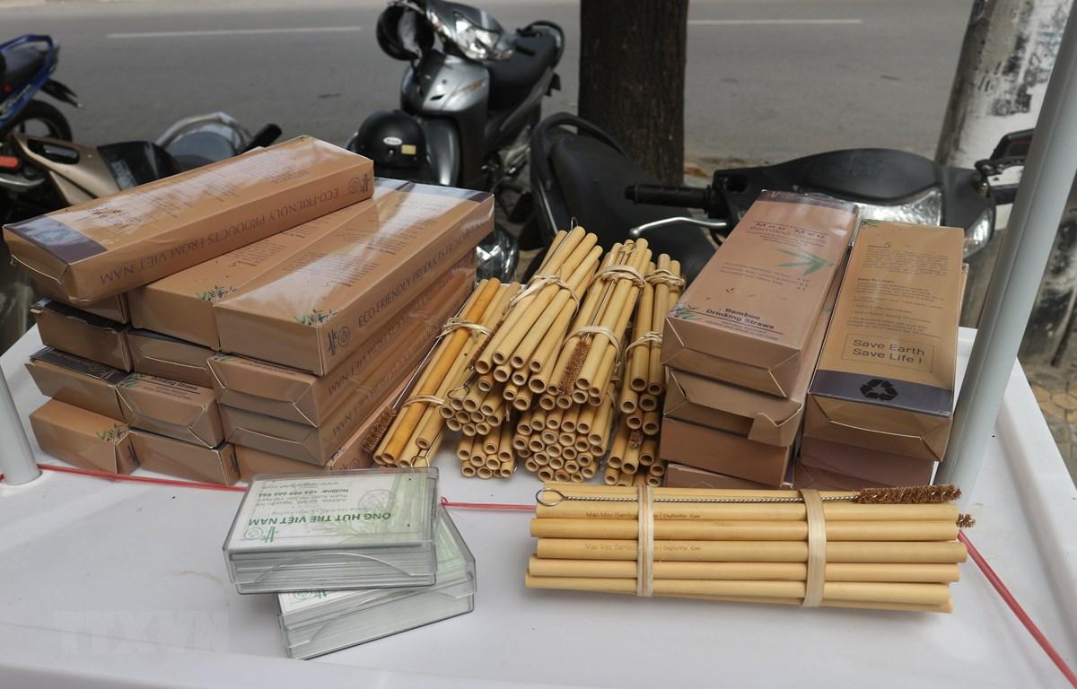 Sản phẩm ống hút tre thương hiệu Mão Mèo của Nguyễn Văn Mão. (Ảnh: Bích Huệ/TTXVN)