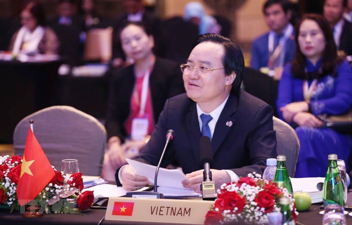 Bộ trưởng Phùng Xuân Nhạ phát biểu tại hội nghị. (Ảnh: Hoàng Nhương/TTXVN)