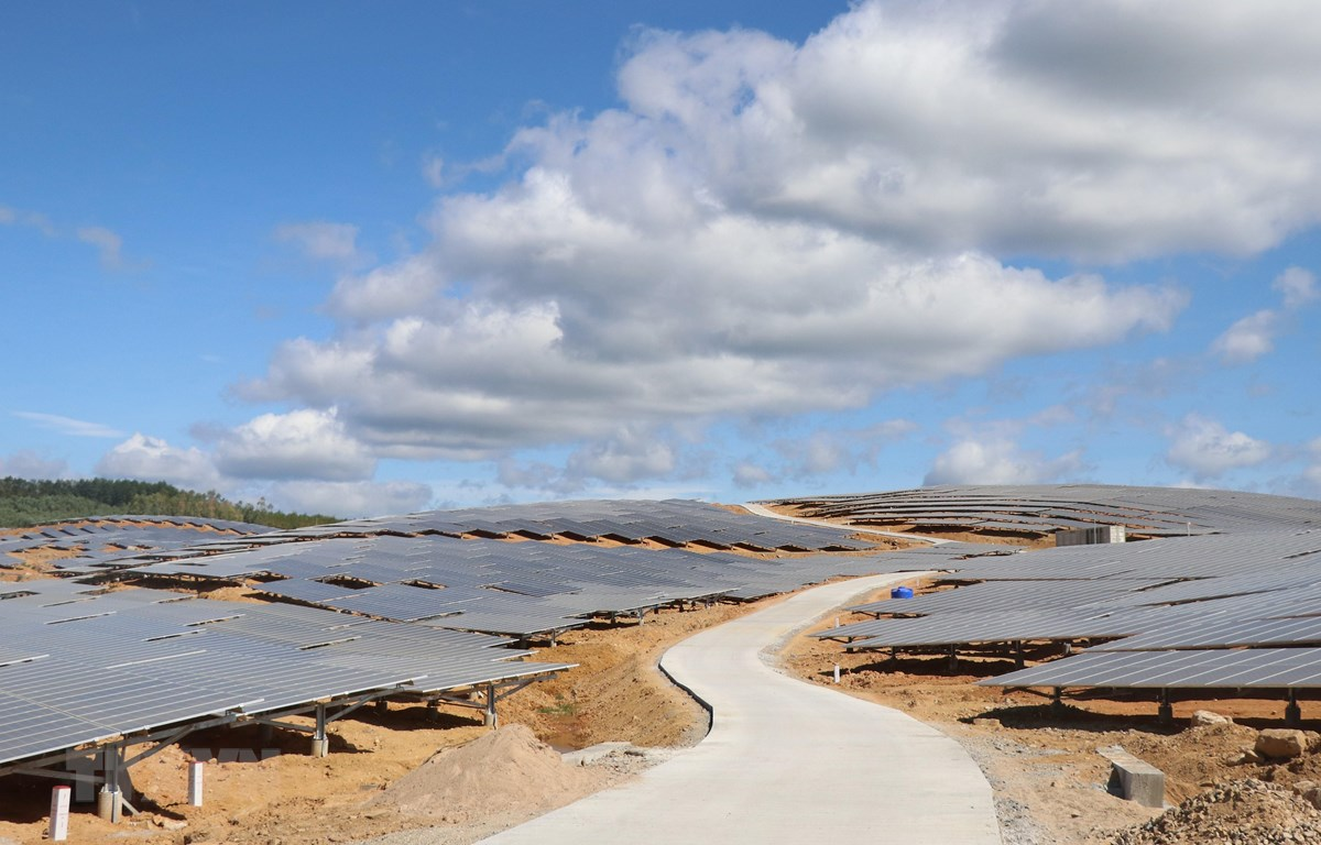 Hệ thống pin năng lượng mặt trời Nhà máy Điện Mặt trời Xuân Thọ 1 và 2. (Ảnh: Phạm Cường/TTXVN)