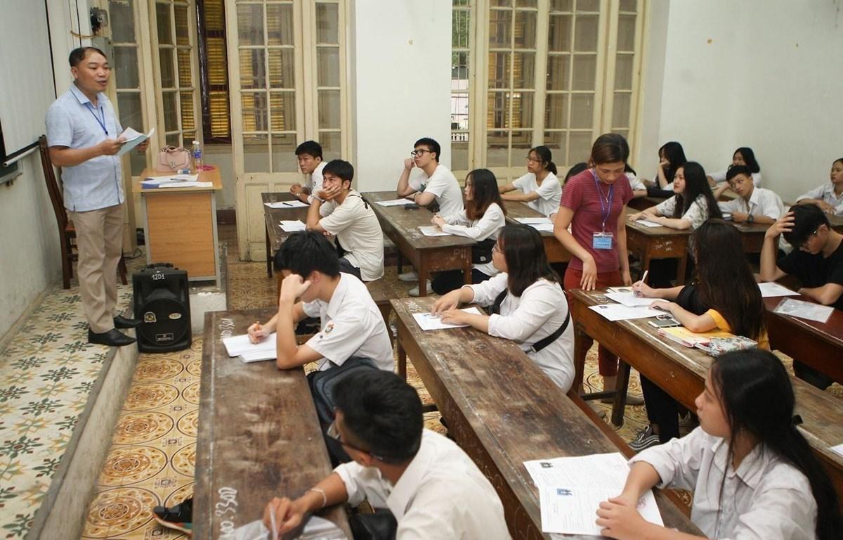 Các thí sinh tham dự Kỳ thi THPT quốc gia năm 2019 tại Hội đồng thi trường THPT Trần Phú (Hà Nội). (Ảnh: Thanh Tùng/TTXVN)