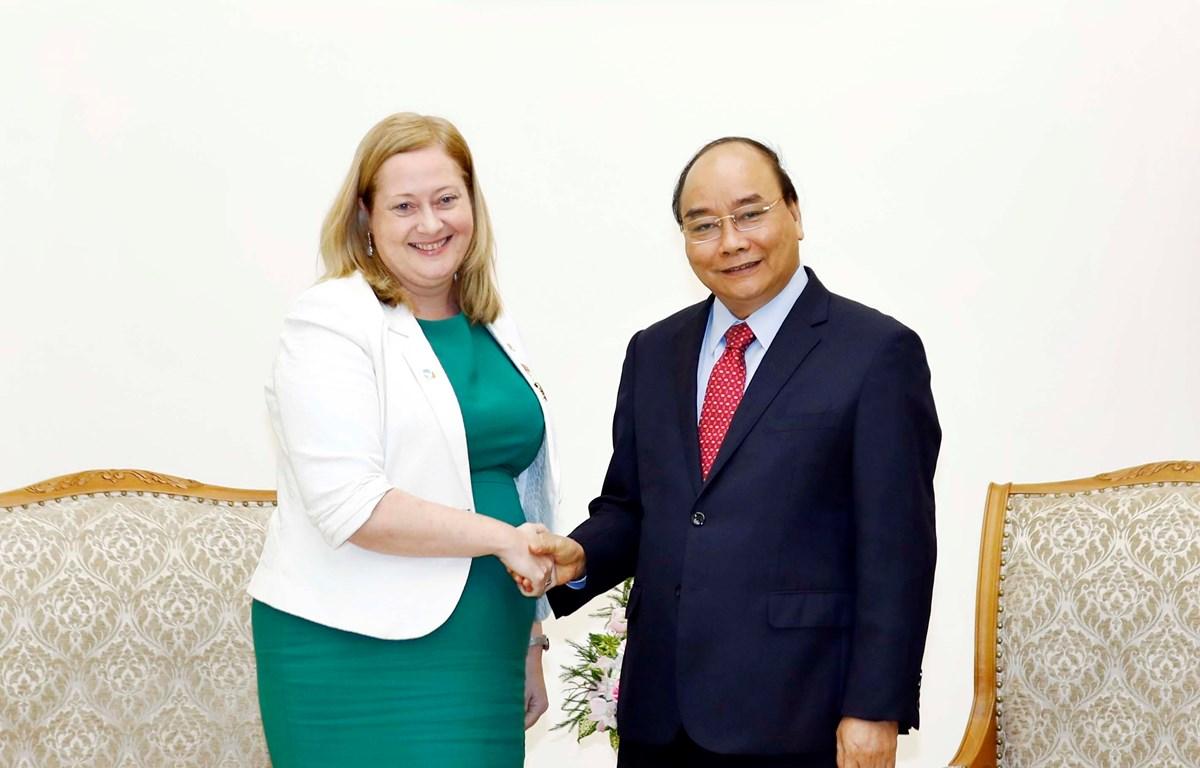 Thủ tướng Nguyễn Xuân Phúc tiếp bà Cáit Moran, Đại sứ nước Cộng hòa Ireland tại Việt Nam đến chào từ biệt kết thúc nhiệm kỳ công tác tại Việt Nam. (Ảnh: Thống Nhất/TTXVN)