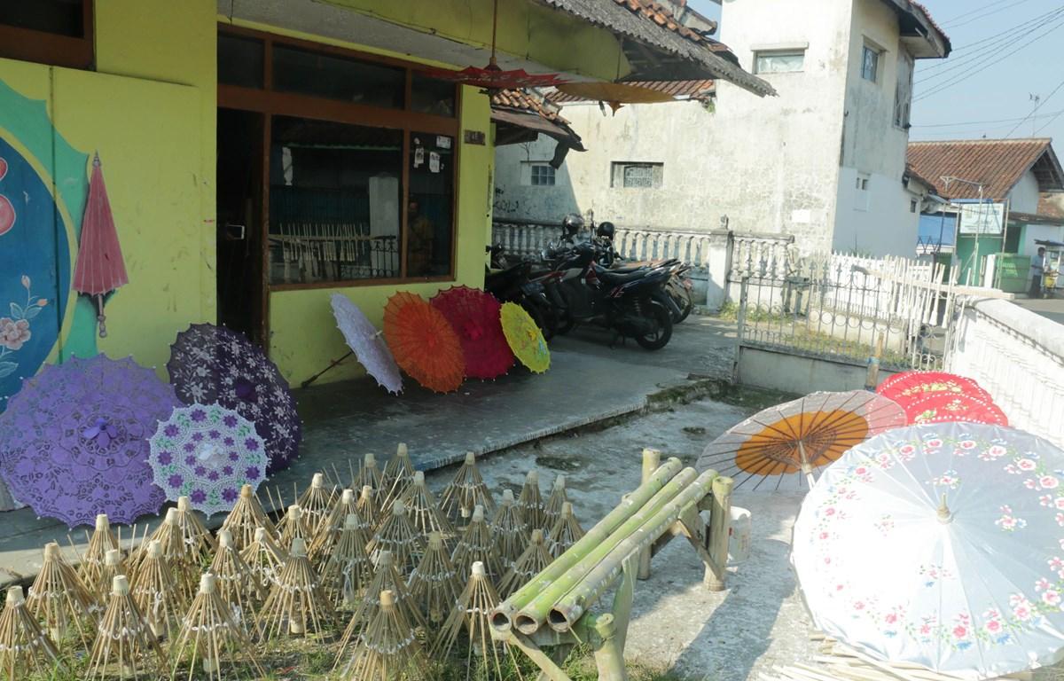 Ngôi nhà của một gia đình làm ô trong làng Panyingkiran. (Ảnh: Đỗ Quyên/Vietnam+)