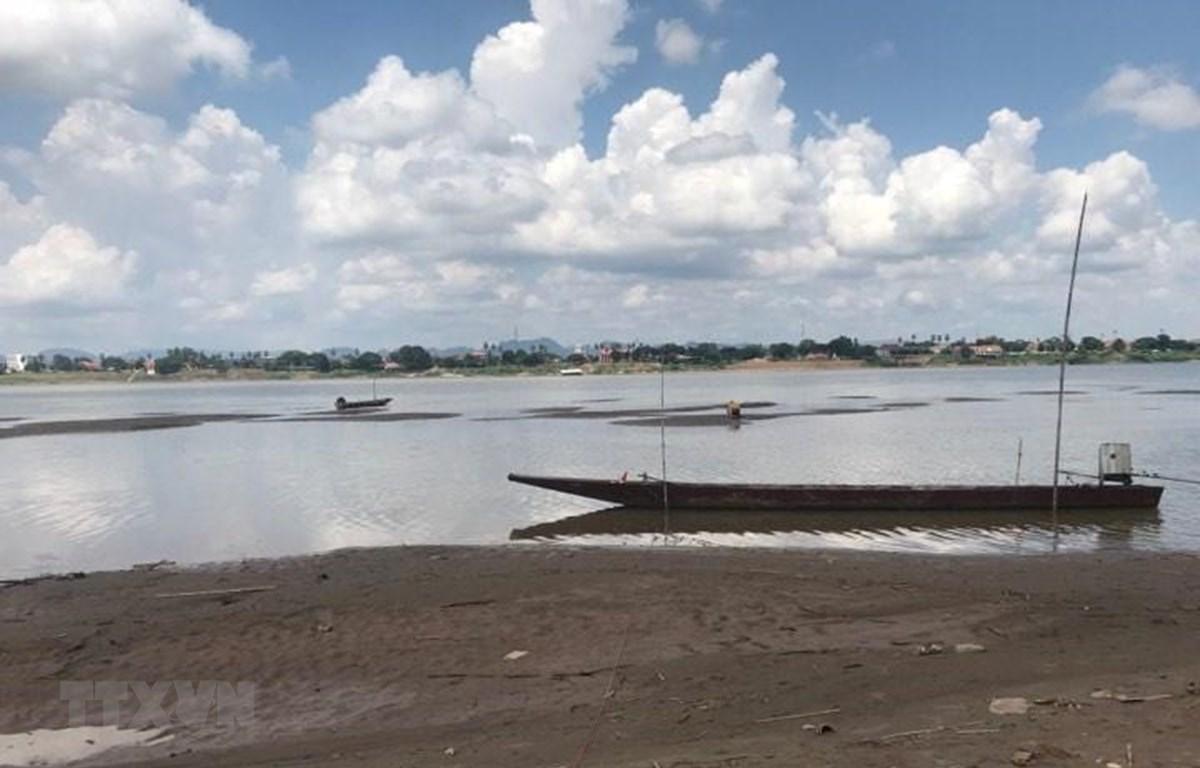 Mực nước sông Mekong tại tỉnh Nakhon Phanom, Thái Lan. (Ảnh: Ngọc Quang/TTXVN)