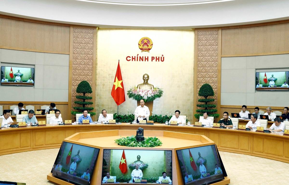 Thủ tướng Nguyễn Xuân Phúc chủ trì Phiên họp Chính phủ về chuyên đề xây dựng pháp luật. (Ảnh: Thống Nhất/TTXVN)