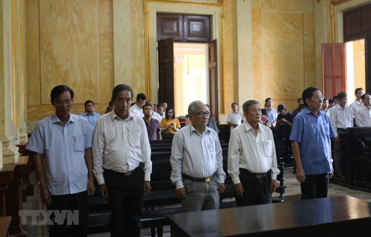 Các bị cáo nguyên là lãnh đạo Tập đoàn Cao su Việt Nam nghe tuyên đọc bản án chiều 6/8/2019. (Ảnh: Thành Chung/TTXVN)