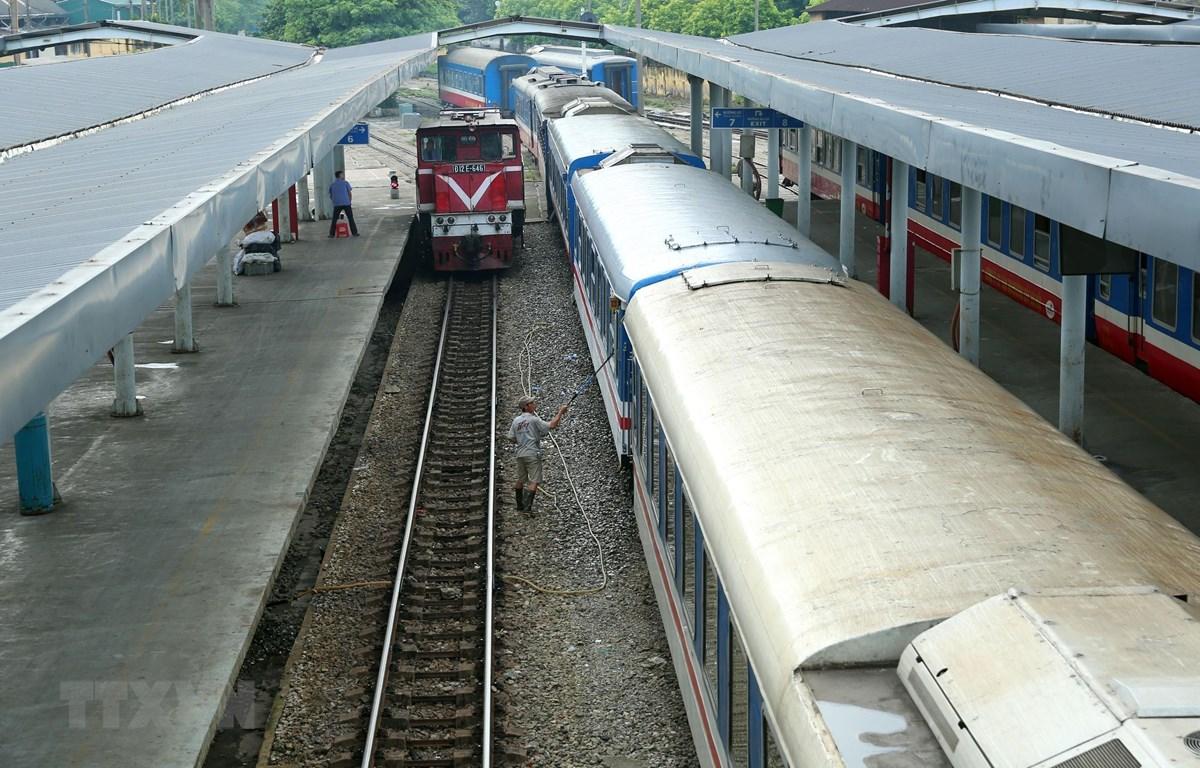 Các tuyến Hà Nội - Lào Cai, Hà Nội - Hải Phòng vẫn còn nhiều vé cả 2 giai đoạn trước và sau Tết. (Ảnh: Huy Hùng/TTXVN)