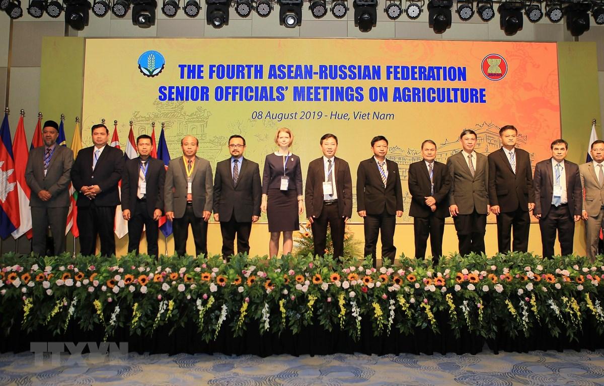 Các quan chức cấp cao nông lâm nghiệp và Liên bang Nga chụp ảnh lưu niệm tại Hội nghị. (Ảnh: Hồ Cầu/TTXVN)