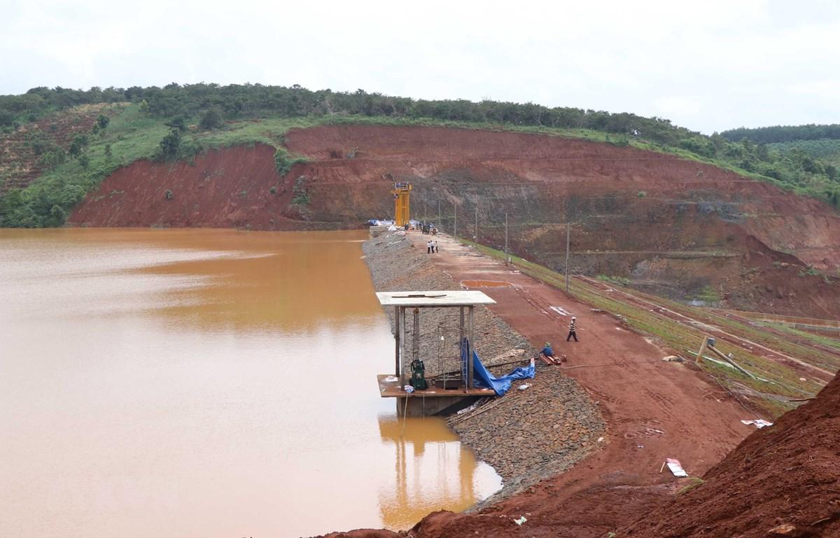 Thân đập hồ thủy điện Đắk Ka. (Ảnh: Hưng Thịnh/TTXVN)
