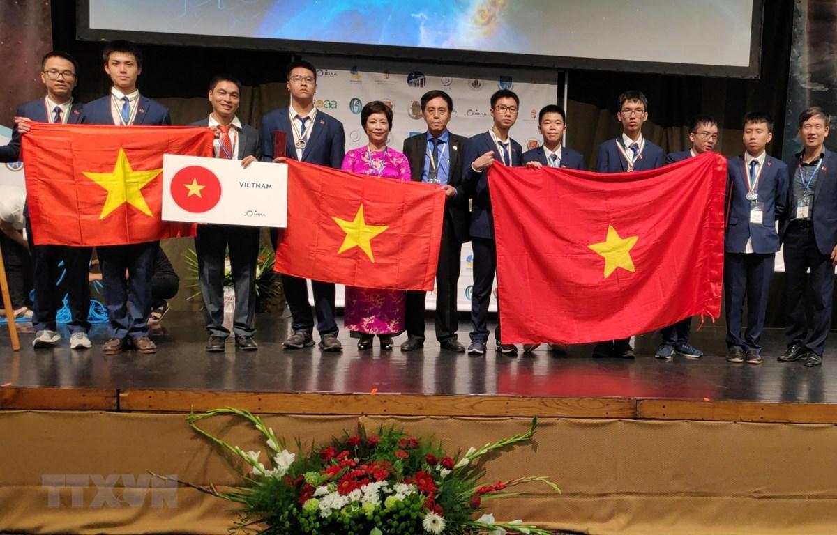 Đội tuyển học sinh Hà Nội đại diện cho Việt Nam tham dự Kỳ thi IOAA 2019. (Ảnh: TTXVN phát)