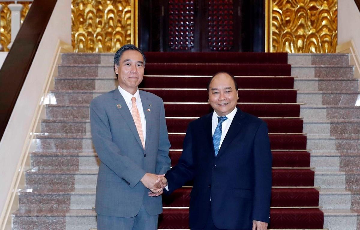 Thủ tướng Nguyễn Xuân Phúc tiếp ông Abe Shuichi, Thống đốc tỉnh Nagano, Nhật Bản. (Ảnh: Thống Nhất/TTXVN)