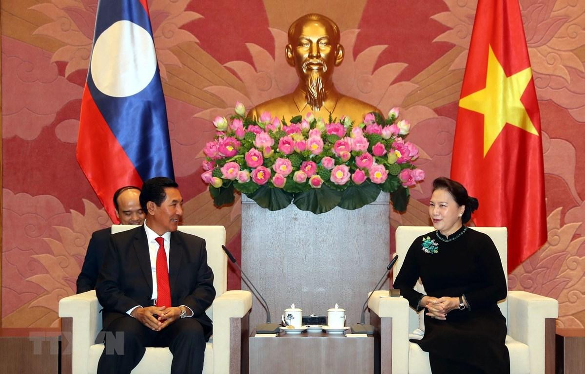 Chủ tịch Quốc hội Nguyễn Thị Kim Ngân tiếp Phó Chủ tịch Quốc hội nước Cộng hòa Dân chủ Nhân dân Lào Bounpone Bouttanavong. (Ảnh: Trọng Đức/TTXVN)