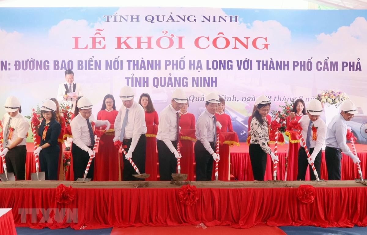 Lễ khởi công xây dựng đường bao biển nối thành phố Hạ Long với thành phố Cẩn Phả (Quảng Ninh). (Ảnh: Văn Đức/TTXVN)