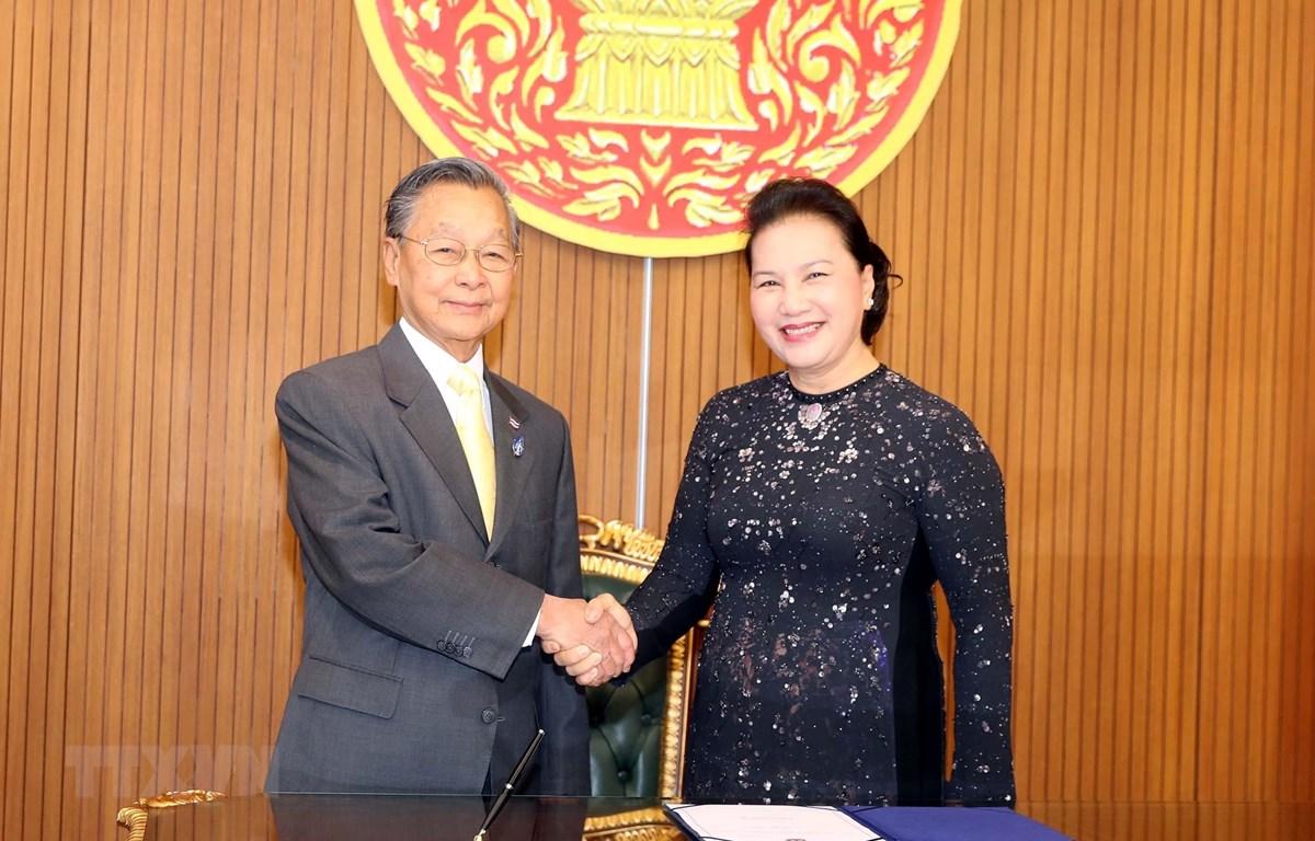 Chủ tịch Quốc hội Nguyễn Thị Kim Ngân gặp và hội đàm với Chủ tịch Hạ viện kiêm Chủ tịch Quốc hội Vương quốc Thái Lan Chuan Leekpai. (Ảnh: Trọng Đức/TTXVN)
