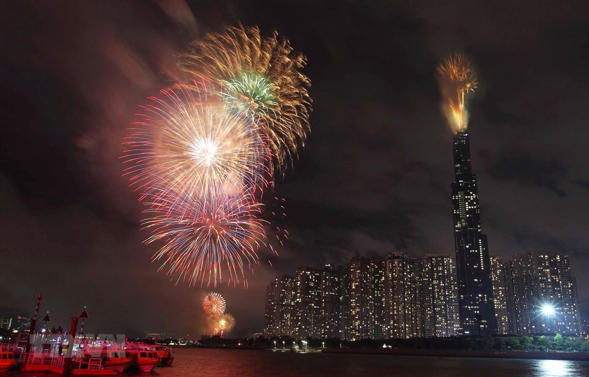 Bắn pháo hoa mừng Quốc khánh tại Thành phố Hồ Chí Minh. (Ảnh: Thanh Vũ/TTXVN)