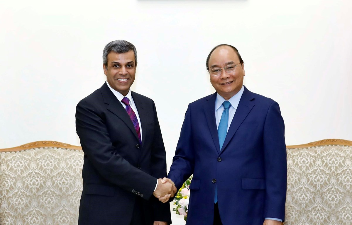 Thủ tướng Nguyễn Xuân Phúc tiếp Bộ trưởng Dầu mỏ kiêm Điện lực và Nước Kuwait Khaled Ali Al Fadhel. (Ảnh: Thống Nhất/TTXVN)