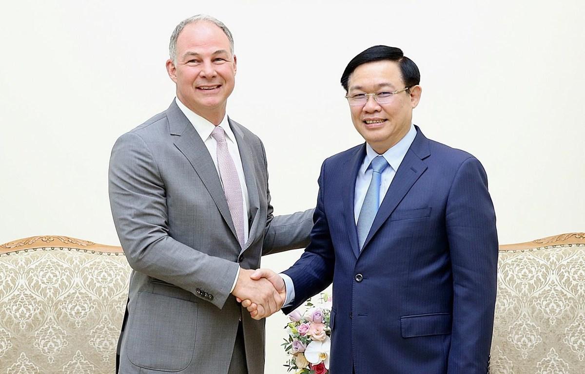 Phó Thủ tướng Vương Đình Huệ tiếp ông Scott Kicker, Tổng Giám đốc Công ty Gen X Energy. (Ảnh: Dương Giang/TTXVN)