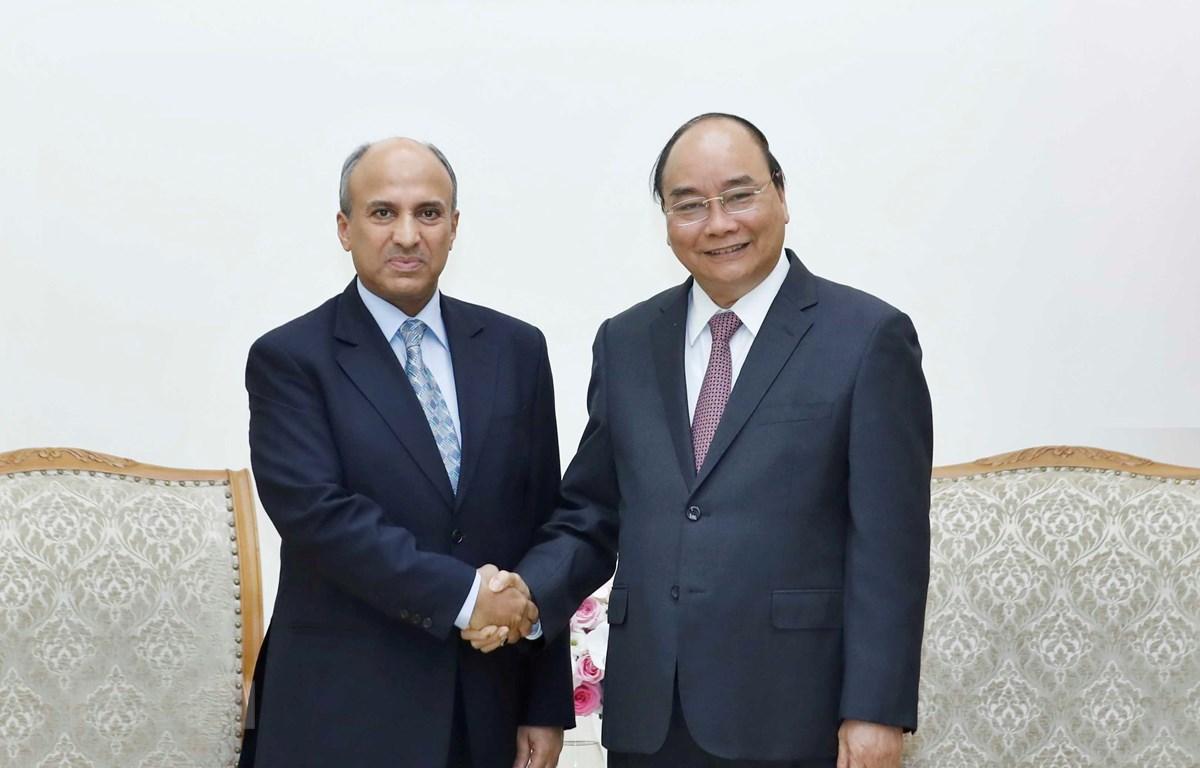 Thủ tướng Nguyễn Xuân Phúc tiếp Đại sứ Vương quốc Saudi Arabia, ông Saud F.M Al Suwelim. (Ảnh: Thống Nhất/TTXVN)