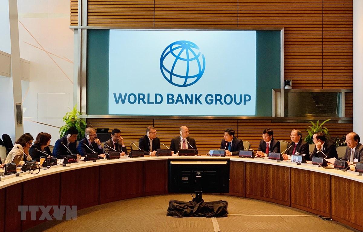 Tổ biên tập Tiểu ban Kinh tế-Xã hội làm việc với các chuyên gia của Ngân hàng thế giới (WB) tại Thủ đô Washington D.C, ngày 10/9/2019. (Ảnh: Đặng Huyền/TTXVN)