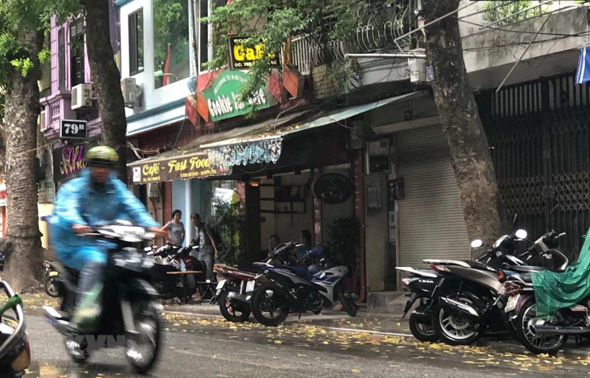 Mưa giông tại một số khu vực nội thành Hà Nội. (Ảnh: Huy Hùng/TTXVN)