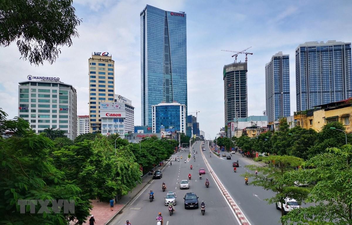 Giao thông trên tuyến đường Nguyễn Chí Thanh. (Ảnh: Thành Đạt/TTXVN)
