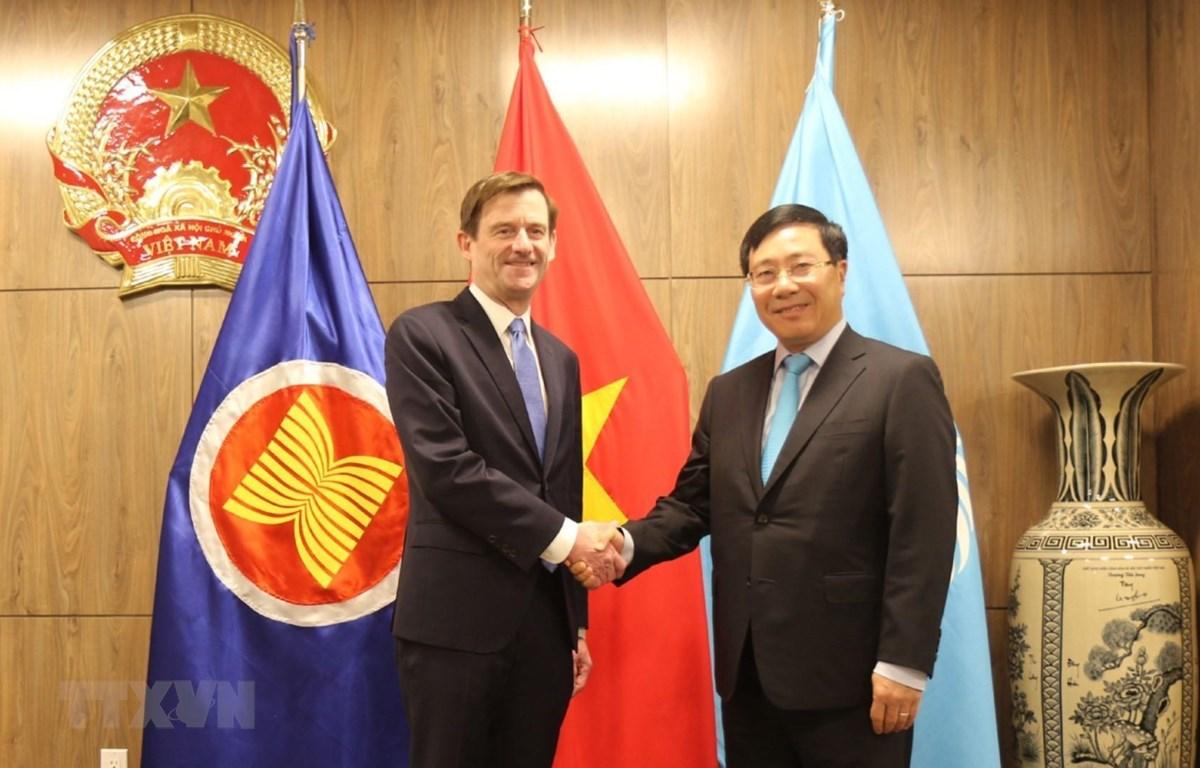 Phó Thủ tướng, Bộ trưởng Ngoại giao Phạm Bình Minh tiếp Thứ trưởng Ngoại giao Hoa Kỳ David Hale. (Ảnh: Hoài Thanh/TTXVN)