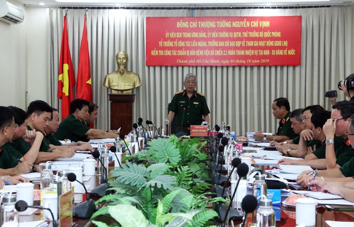 Thượng tướng Nguyễn Chí Vịnh, Thứ trưởng Bộ Quốc phòng chủ trì buổi làm việc. (Ảnh: Xuân Khu/TTXVN)