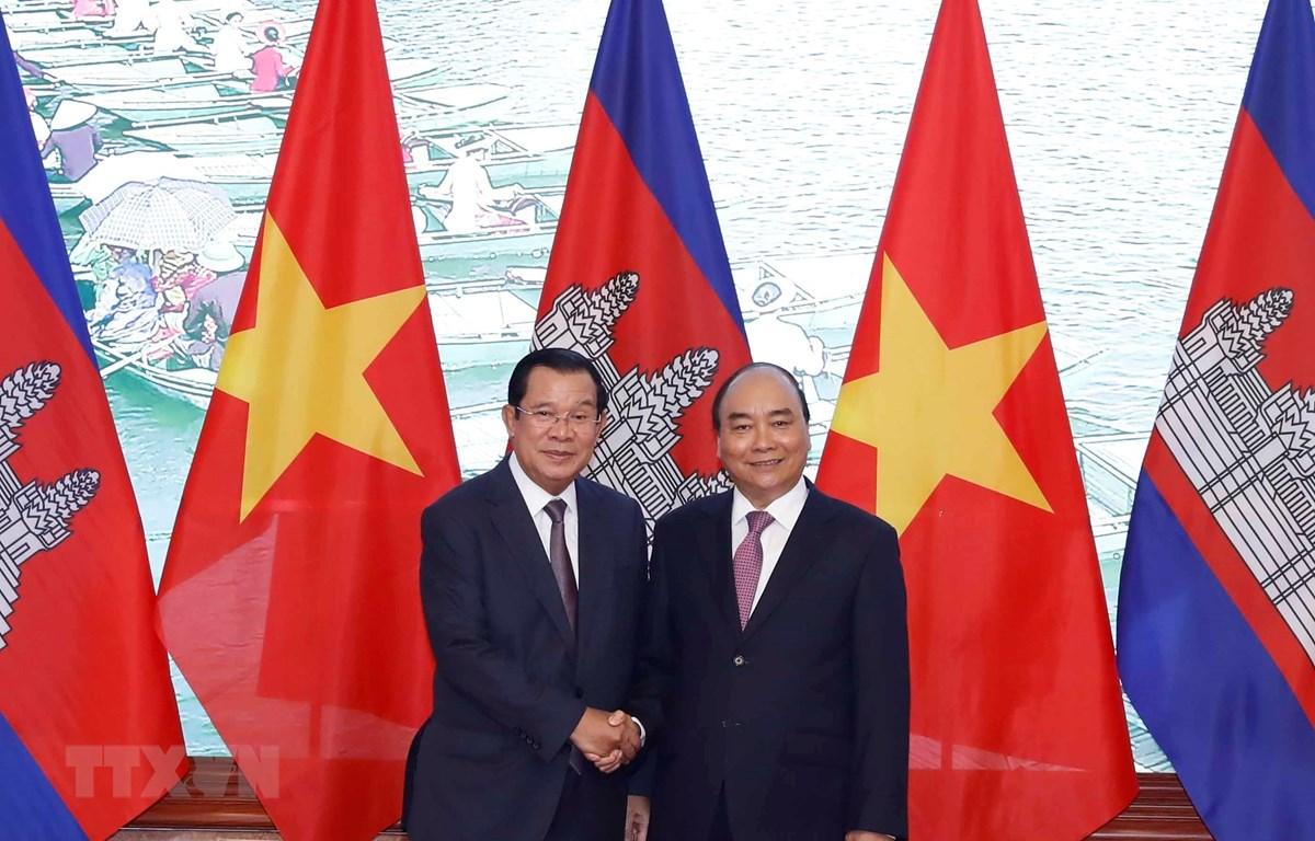Thủ tướng Chính phủ Nguyễn Xuân Phúc và Thủ tướng Vương quốc Campuchia Samdech Techo Hun Sen tại Trụ sở Chính phủ. (Ảnh: Thống Nhất/TTXVN)