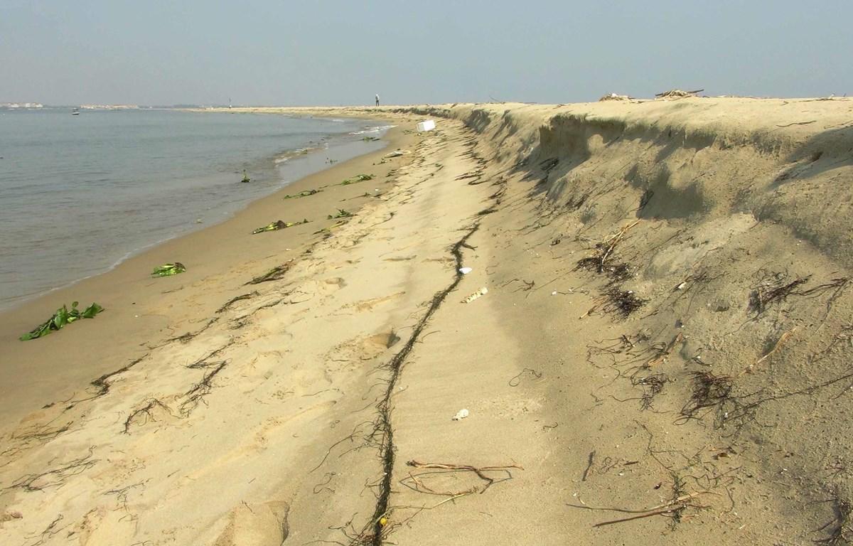 Một góc đảo cát xuất hiện ở vùng biển Hội An. (Ảnh: Hữu Trung/TTXVN)