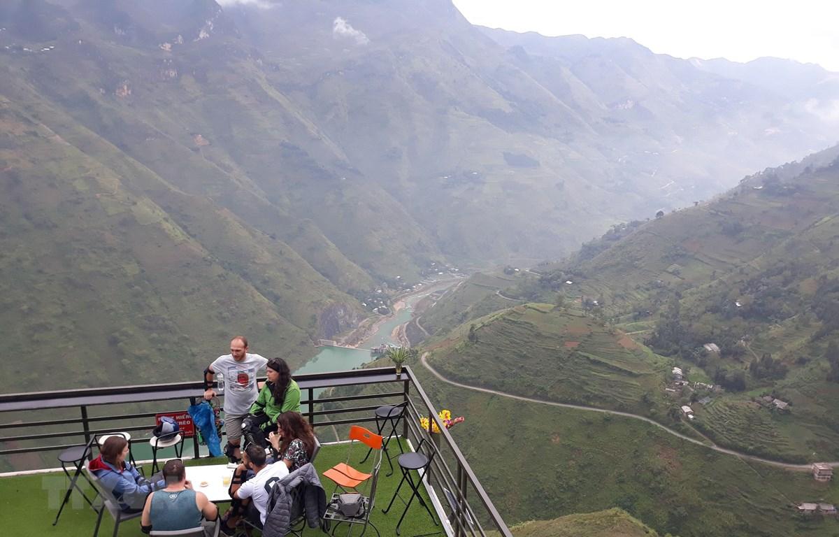 Điểm dừng chân Panorama Mã Pì Lèng, huyện Mèo Vạc (Hà Giang). (Ảnh: Nguyễn Chiến/TTXVN)