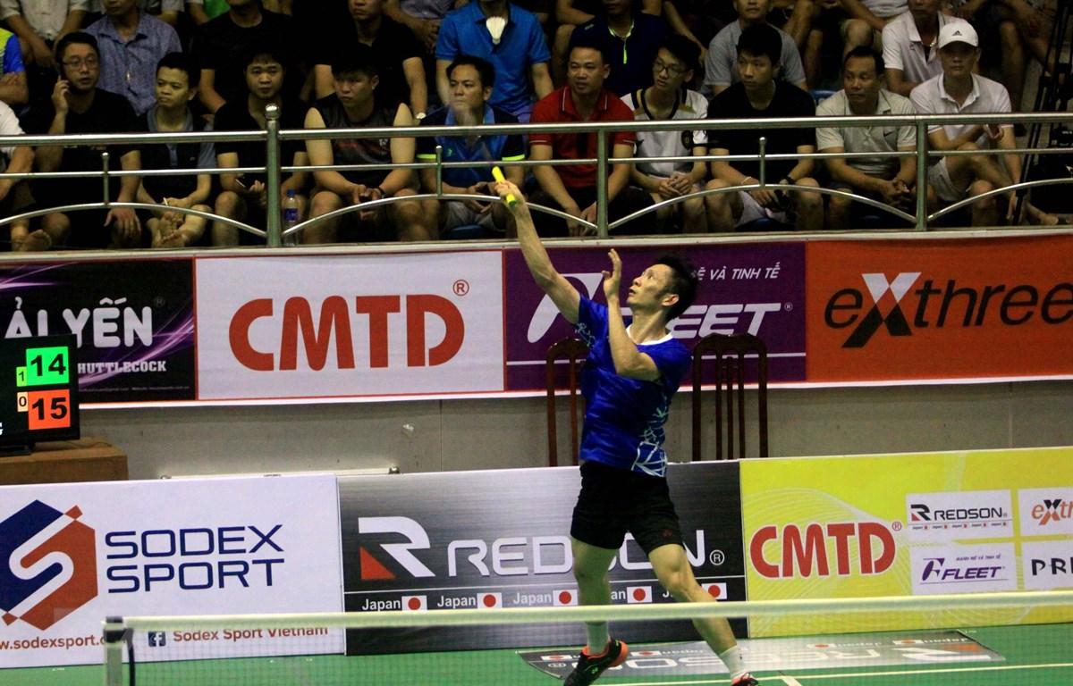 Tay vợt Nguyễn Tiến Minh thi đấu ở trận chung kết nội dung đơn nam. (Ảnh: Thế Duyệt/TTXVN)