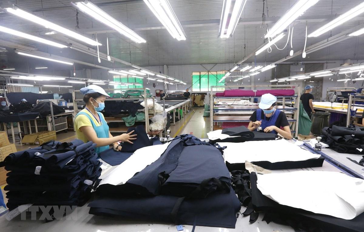 Các dây chuyền dệt may của Công ty Cổ phần dệt may Phú Hòa An tại Khu công nghiệp Phú Bài, tỉnh Thừa Thiên Huế. (Ảnh: Anh Tuấn/TTXVN)