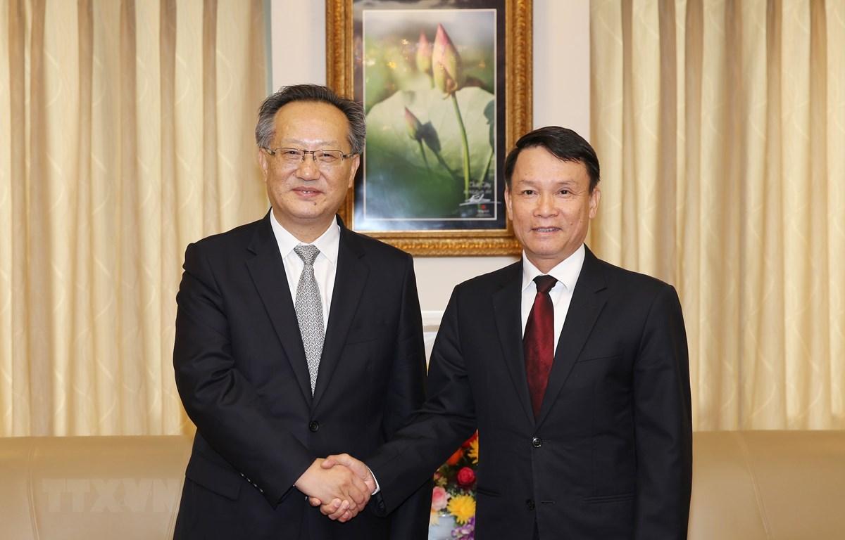 Tổng Giám đốc Thông tấn xã Việt Nam Nguyễn Đức Lợi tiếp đồng chí Trương Túc Đường, Phó Xã trưởng Tân Hoa Xã. (Ảnh: Dương Giang/TTXVN)