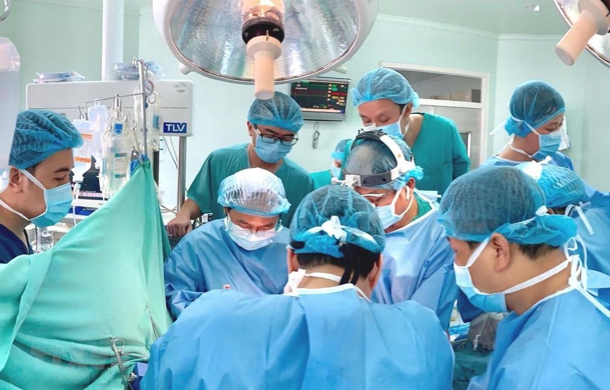 Một ca ghép tạng được thực hiện tại Bệnh viện Trung ương Huế. (Ảnh: Mai Trang/TTXVN)