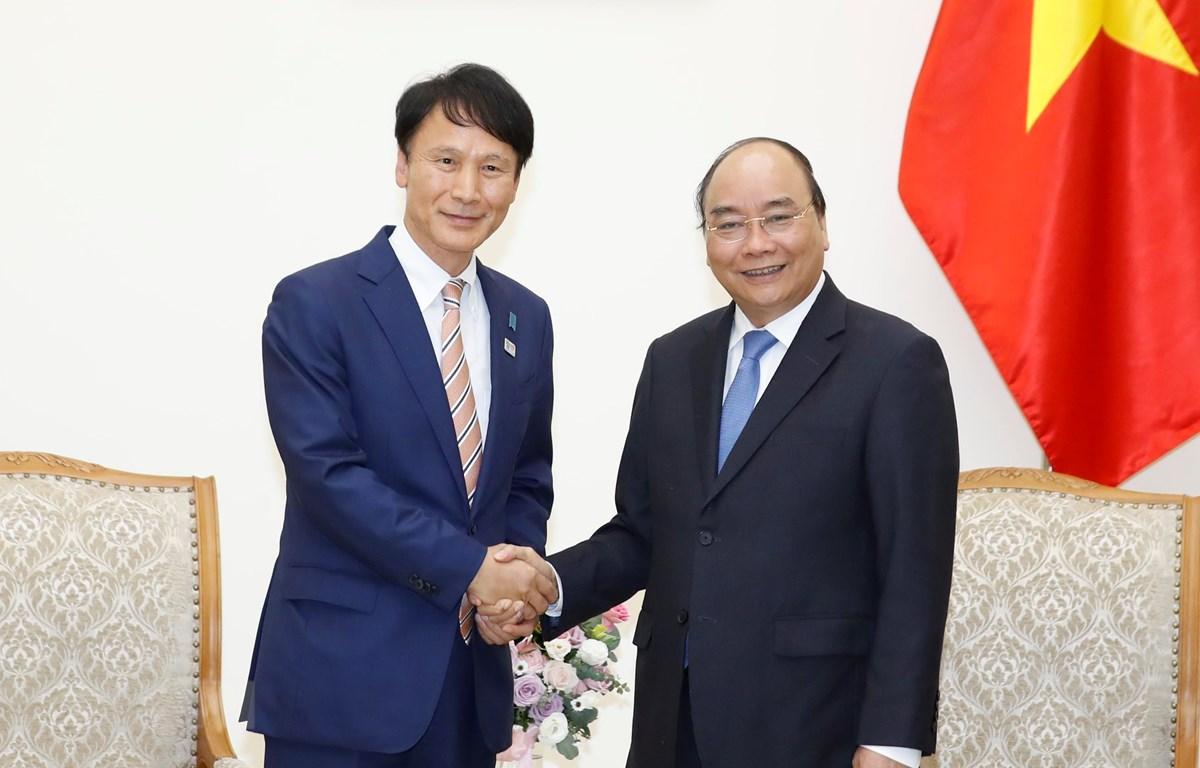 Thủ tướng Nguyễn Xuân Phúc tiếp ông Mitazono Satoshi, Thống đốc tỉnh Kagoshima, Nhật Bản. (Ảnh: Thống Nhất/TTXVN)