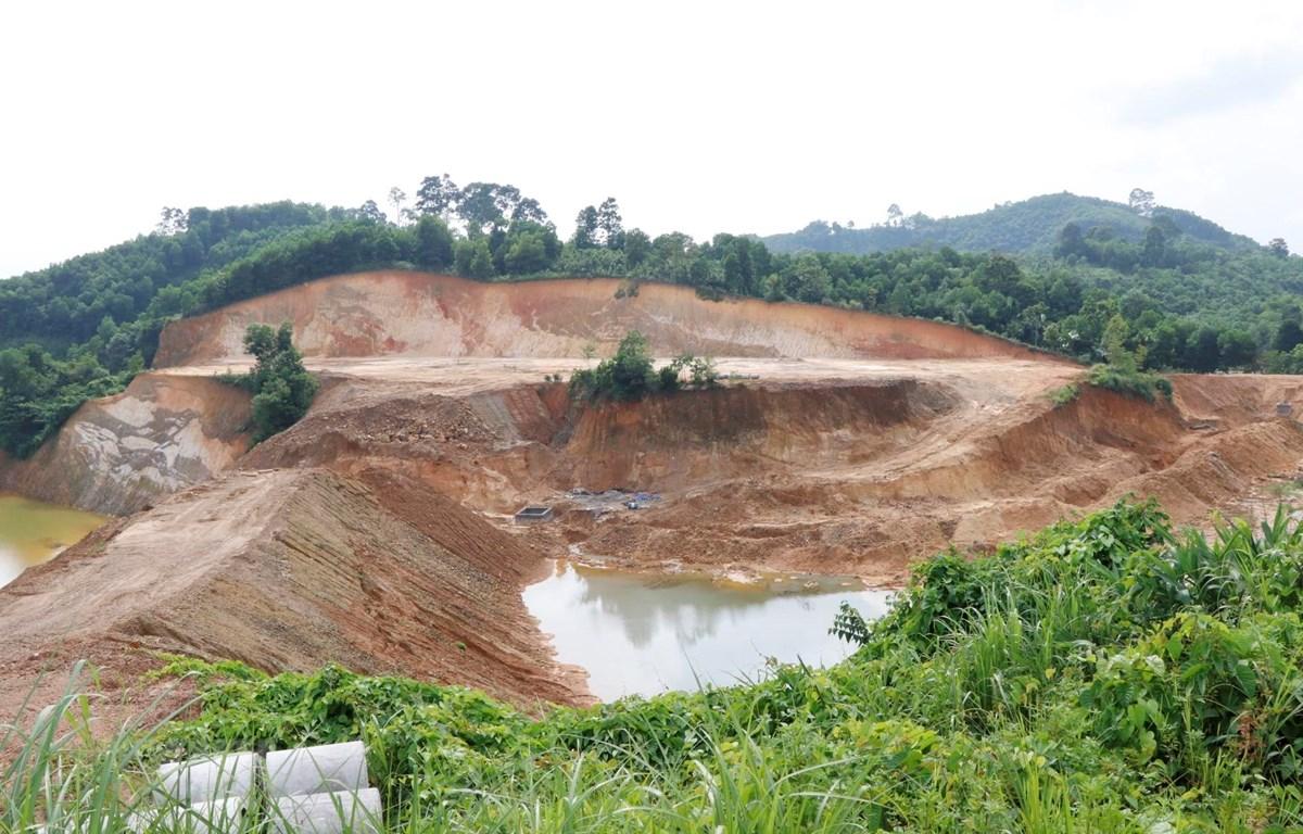 Hồ chứa nước thải của Nhà máy tuyển quặng Graphite Báo Đáp, huyện Trấn Yên (Yên Bái). (Ảnh: Đức Tưởng/TTXVN)