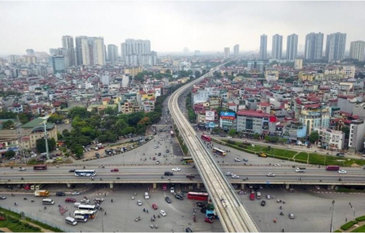 Tuyến đường sắt Nhổn-ga Hà Nội dài 12,5km có 8,5 km chạy trên cao từ Nhổn đến Kim Mã, thuộc dự án Tuyến đường sắt đô thị số 3. (Ảnh: Thành Đạt/ TTXVN)