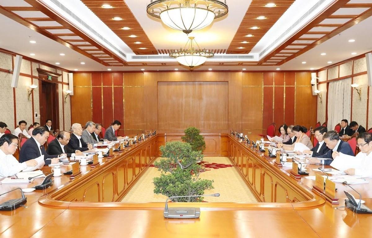 Tổng Bí thư, Chủ tịch nước Nguyễn Phú Trọng chủ trì họp Bộ Chính trị. (Ảnh: Trí Dũng/TTXVN)