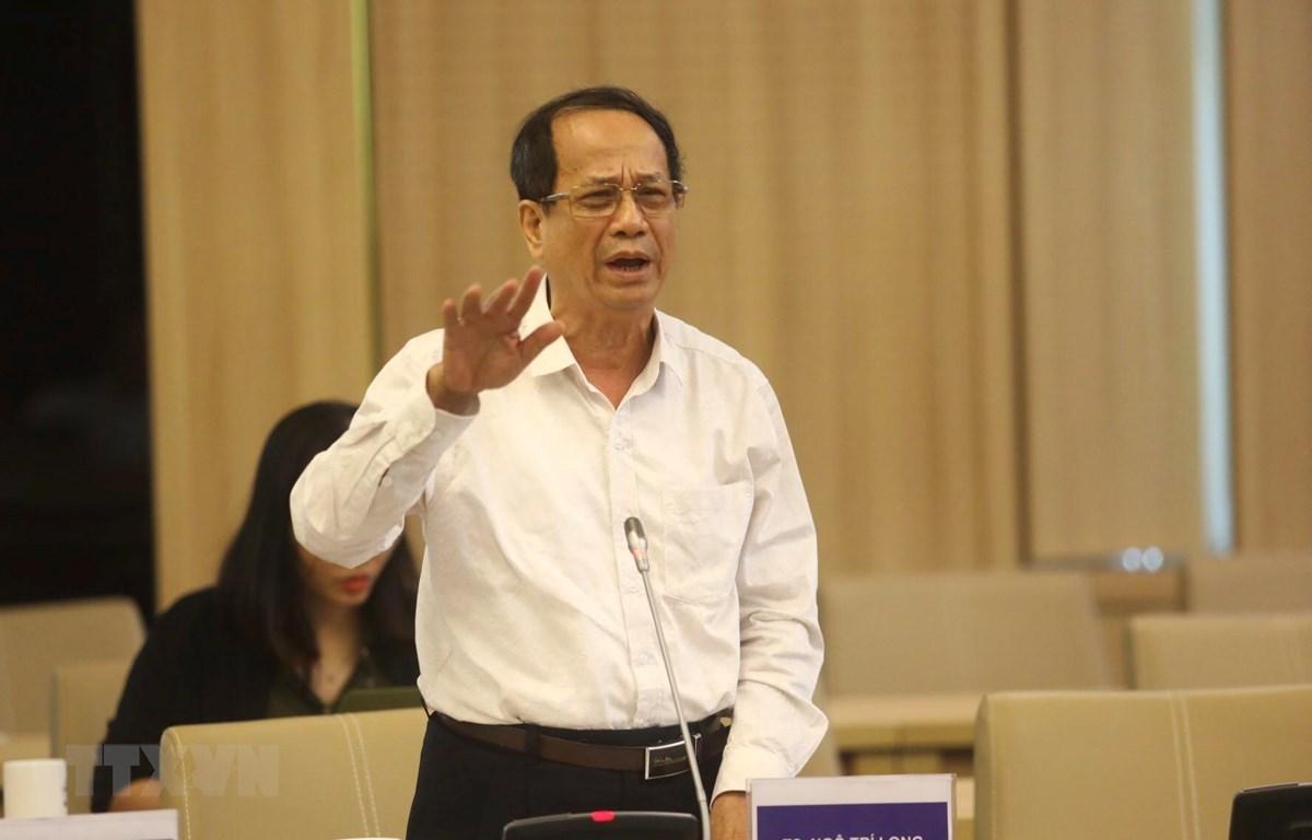 Tiến sỹ Ngô Trí Long cho ý kiến về Đề án. (Ảnh: Huy Hùng/TTXVN)