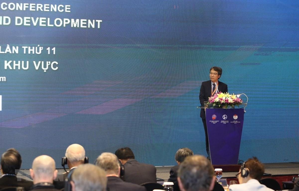 Phó giáo sư, tiến sỹ Nguyễn Vũ Tùng, Giám đốc Học viện Ngoại giao Việt Nam phát biểu. (Ảnh: Văn Điệp/TTXVN)