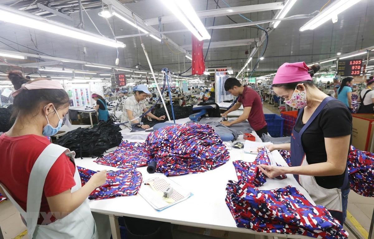 Các dây chuyền dệt may của công ty Cổ phần dệt may Phú Hòa An tại KCN Phú Bài, tỉnh Thừa Thiên Huế. (Ảnh: Anh Tuấn/TTXVN)