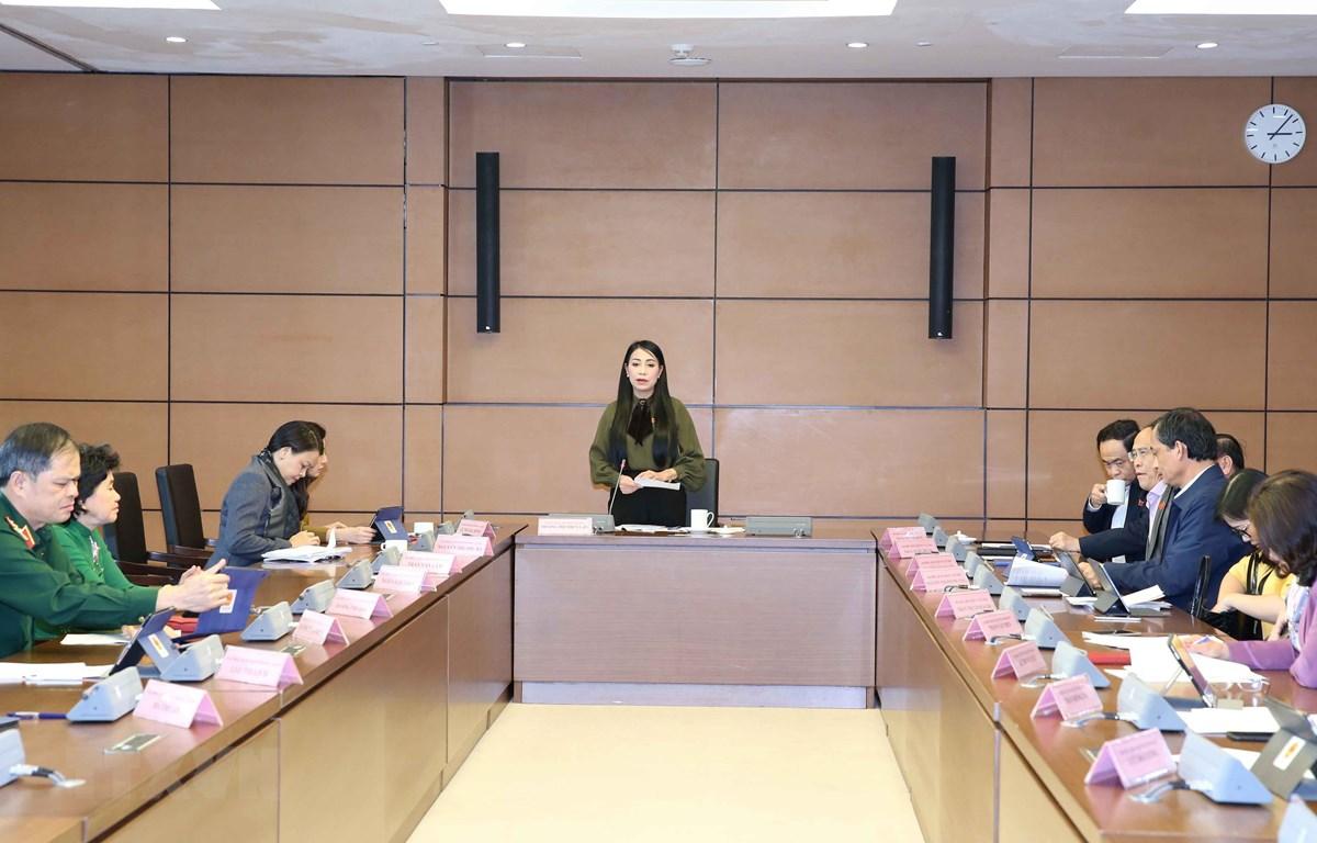 Đại biểu Quốc hội các tỉnh: Vĩnh Phúc, Bắc Giang và thành phố Cần Thơ thảo luận tại tổ. (Ảnh: Phương Hoa/TTXVN)