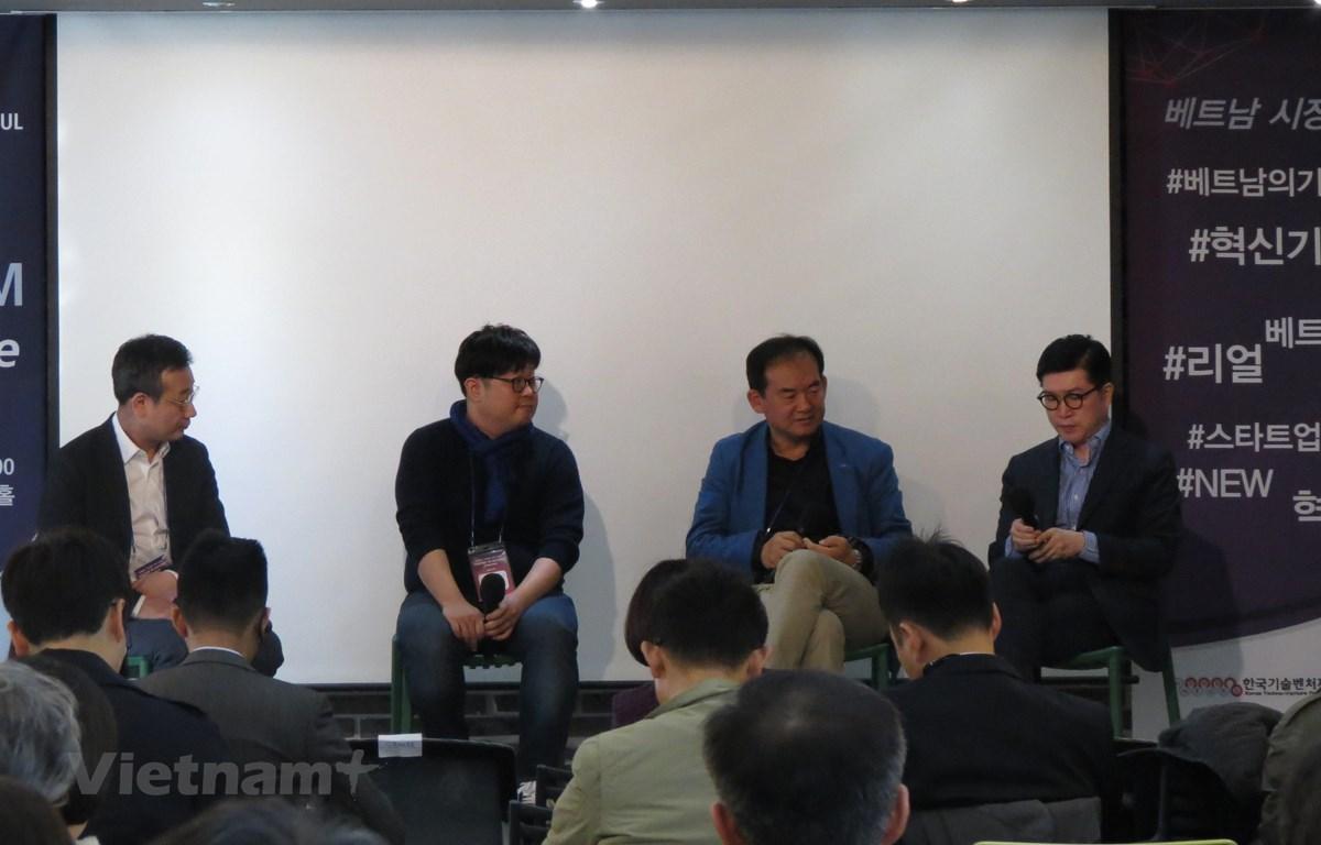 Các doanh nghiệp Hàn Quốc tham gia tọa đàm với một số startup Việt Nam. (Nguồn: Mạnh Hùng/Vietnam+)