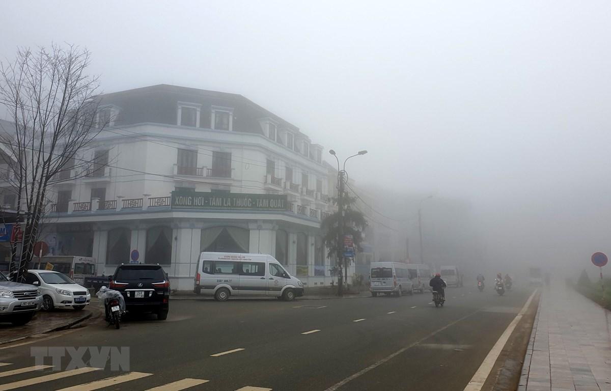 Sương mù dày đặc tại thị trấn Sapa. (Ảnh: Quốc Khánh/TTXVN)